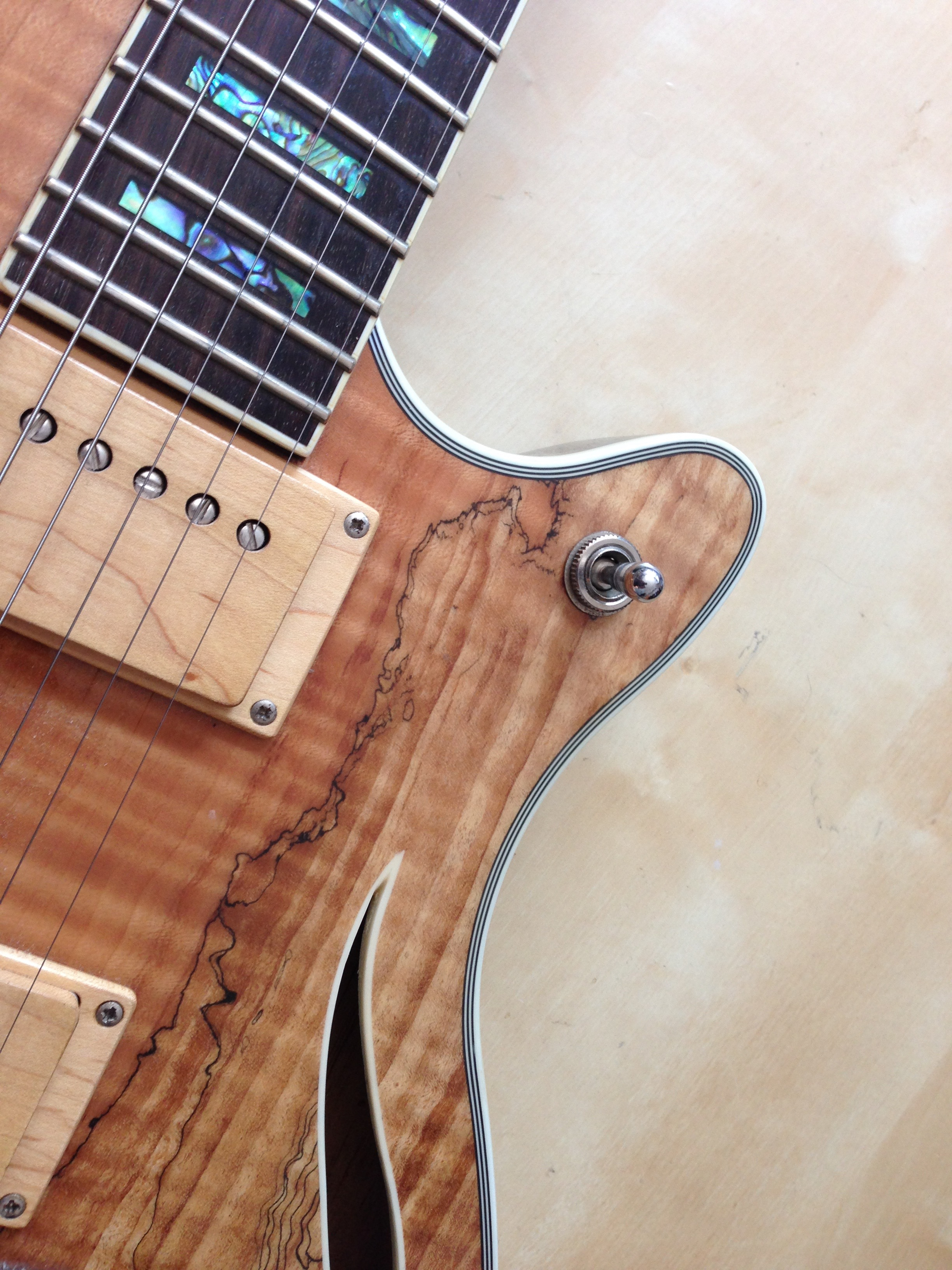guitare kelly hybride